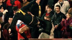 'Voadora' de Cantona faz 20 anos. E jogadores como ele fazem uma falta