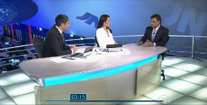 Aécio acerta visual em entrevista ao Jornal
