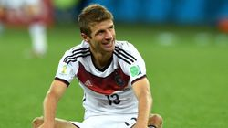 ASSISTA: no lance mais bizarro da Copa, Müller caiu no campo. Foi por