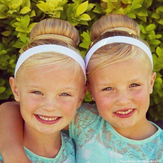 Com penteados INCRÍVEIS, mãe faz as filhas gêmeas virarem sensação no Instagram