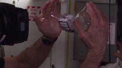 Astronautas colocam GoPro dentro de uma bolha de