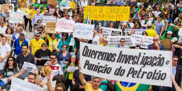 Manifestantes pedem impeachment de Dilma