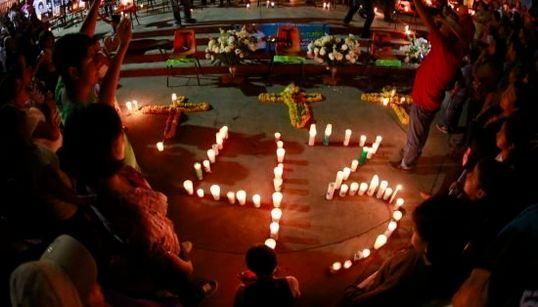 Manifestação relembra 43 jovens desaparecidos no