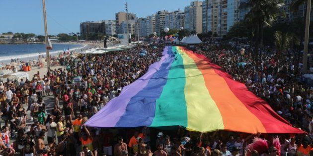 No Rio de Janeiro, 19ª Parada do Orgulho LGBT toma a orla de