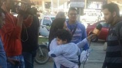 Repórter egípcia gera polêmica ao levar filho doente ao