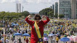 'Fora PT': manifestação reúne 20 mil em Brasília; no RJ, opositor gera princípio de