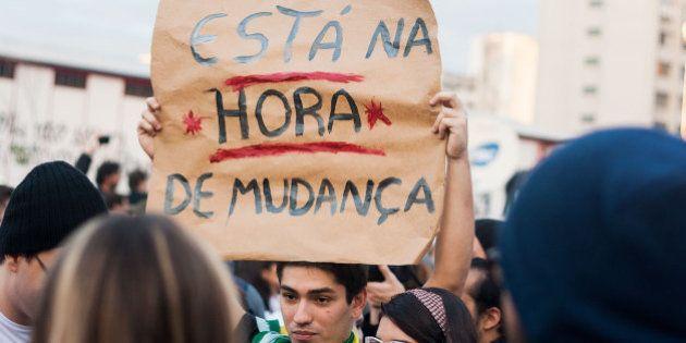 Manifestação de milhares de pessoas que tomaram as ruas de São Paulocontra aumento das tarifas e a...
