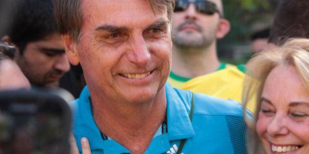 Bolsonaro é tratado como celebridade em protesto de São