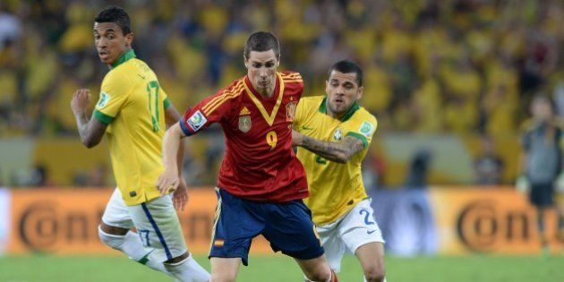 Spain's forward Fernando Torres (C) vies with Brazil's defender Dani Alves (R) during the FIFA Confederations...