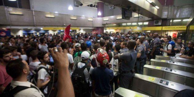 Ato do MPL termina com confronto entre PM e manifestantes em estação da Linha 4 na zona oeste de