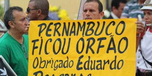 Despedida: Eduardo Campos é enterrado em Pernambuco