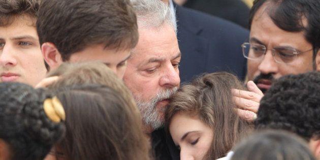 Dilma, Lula e ministros chegam para missa de