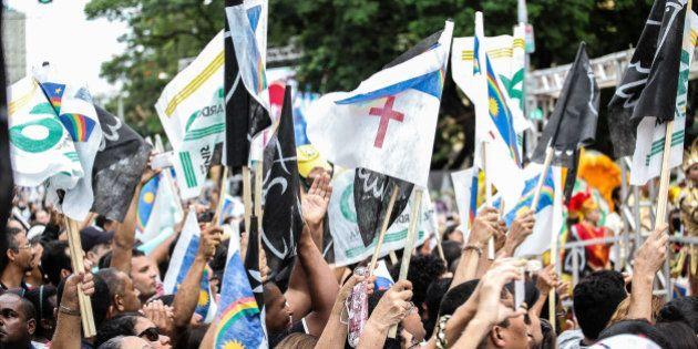 Caixão de Eduardo Campos é levado para o cemitério