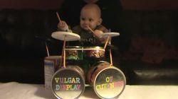 Bebê baterista vai te impressionar com suas