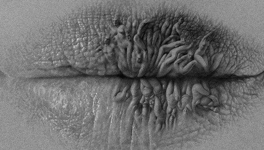 Artista cria lábios surrealistas com diferentes formas e