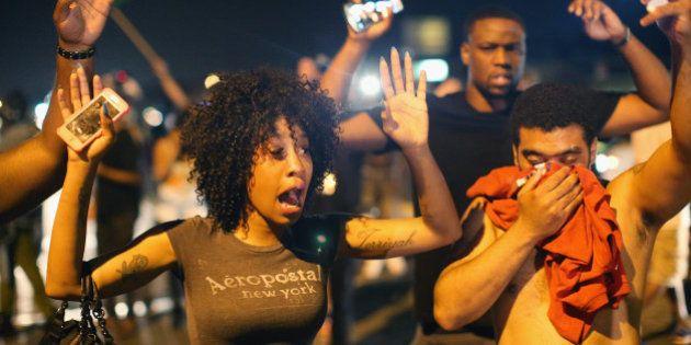 Autópsia independente revela que jovem negro recebeu ao menos seis tiros; mãe quer prisão de policial...