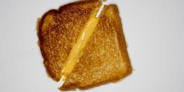 Fãs de queijo quente fazem mais sexo e são pessoas melhores