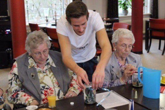 Casa de repouso na Holanda recebe universitários em troca de
