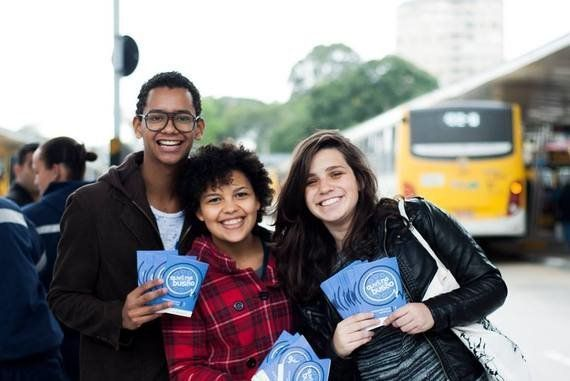 Ouvi no busão: jovens criam projeto para contar histórias no transporte público em