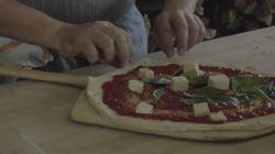 Este vídeo de como preparar uma pizza marguerita vai deixar você com