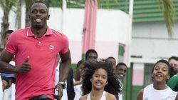 Usain Bolt visita comunidades cariocas antes de