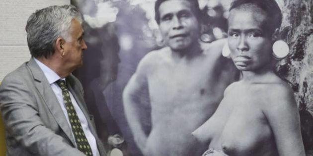 Após Facebook desbloquear foto de índia nua, ministro da Cultura diz que não desiste de