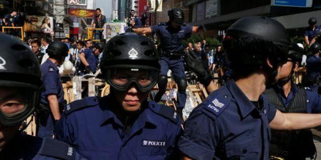 Polícia prende líderes estudantis em Hong Kong ao desobstruir área de