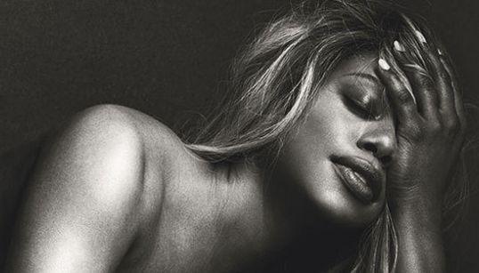 FOTOS: Laverne Cox dá uma aula de autoestima e empoderamento ao posar nua