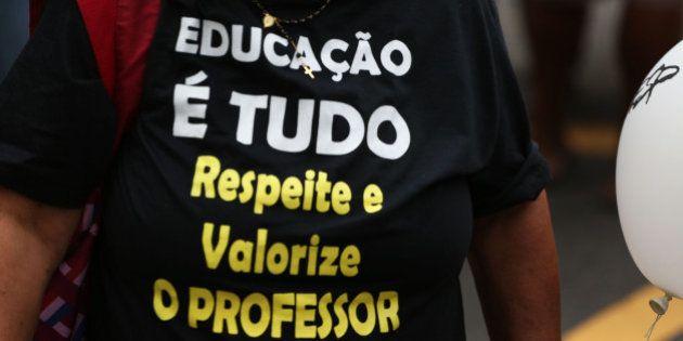 Com reajuste, professores de SP ganham menos que outros servidores; Para governo, remunerações são