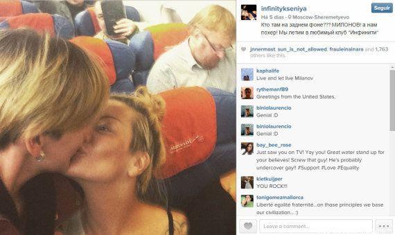 Lésbicas tiram foto dentro de avião diante de político 'anti-LGBT' Vitaly Milonov, o 'Marco Feliciano'