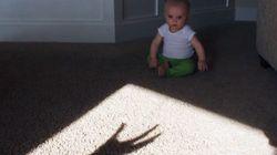 ASSISTA: Este bebê encarou um 'monstro' e levou um baaaaita