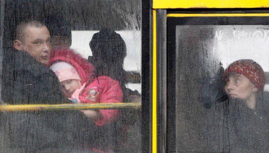 FOTOS: Civis são retirados de cidade ferroviária na