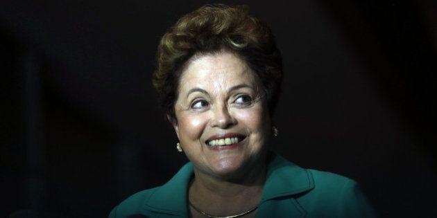 Dilma Rousseff volta a defender reforma política com plebiscito e desconversa sobre PIB do 2º trimestre...
