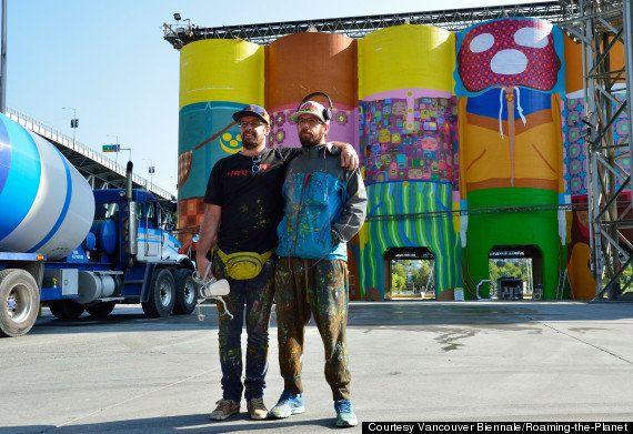 Bienal de Vancouver: dupla OsGêmeos transforma silos em gigantes coloridos