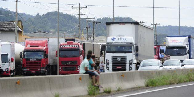 Em nova greve, caminhoneiros paralisam rodovias de pelo menos cinco