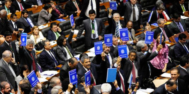 Derrota do trabalhador: Câmara amplia terceirização para todas as