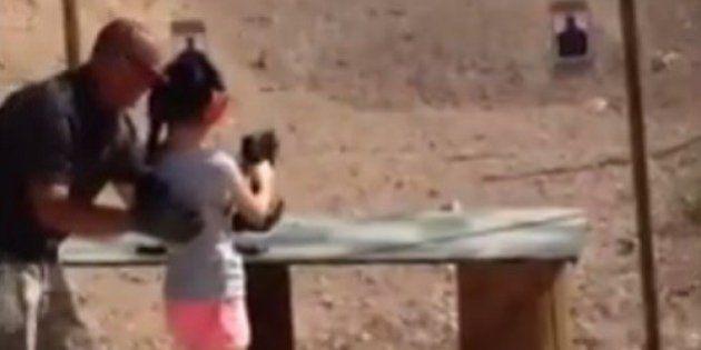Garota de 9 anos mata seu instrutor de tiro em acidente nos