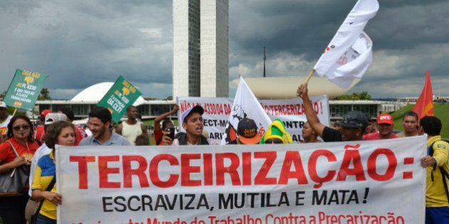 Movimentos realizam manifestações para impedir que o Congresso Nacional aprove o Projeto de Lei 4330/04,...