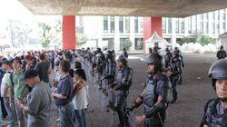 Impedidos de fazer assembleia no Masp, professores fecham Avenida