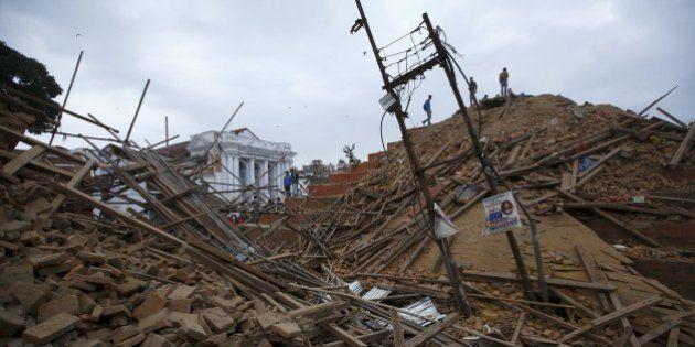 Terremoto mata centenas de pessoas no Nepal e provoca avalanche no Everest