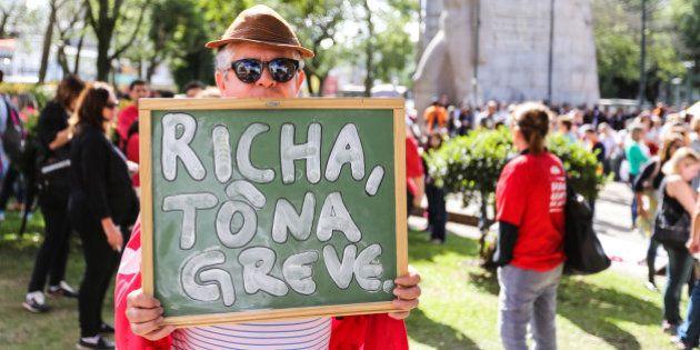 Professores estaduais retomam greve no Paraná e protestam contra reforma na previdência