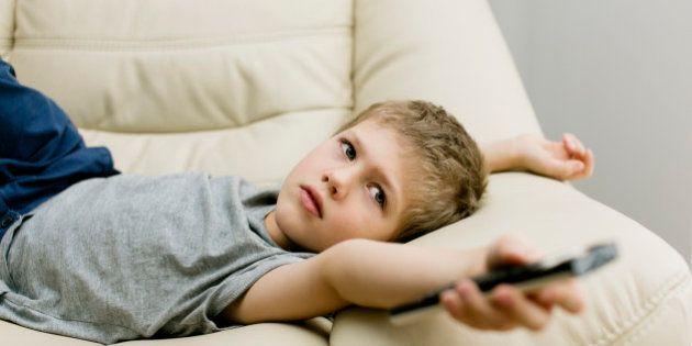 Uma hora de TV por dia aumenta risco de obesidade infantil em