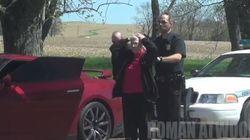ASSISTA: Vovó cai em pegadinha e (quase) é presa por 'roubo de