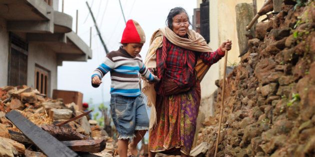 Número de mortos por terremoto no Nepal pode chegar a 10 mil; primeiro-ministro fala em 'situação de