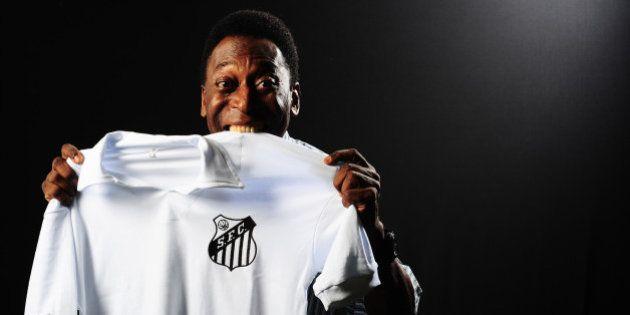 Pelé assina contrato com Santos no hospital e será embaixador do