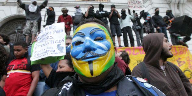 Alckmin diz que vai ouvir entidades antes de regular lei que proíbe máscaras em protestos em São