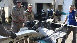 Queda de avião sobre uma casa mata pelo menos duas pessoas em