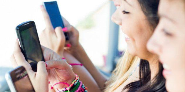 Adolescentes com idade entre 15 e 19 anos são os que mais acessam internet no Brasil, diz