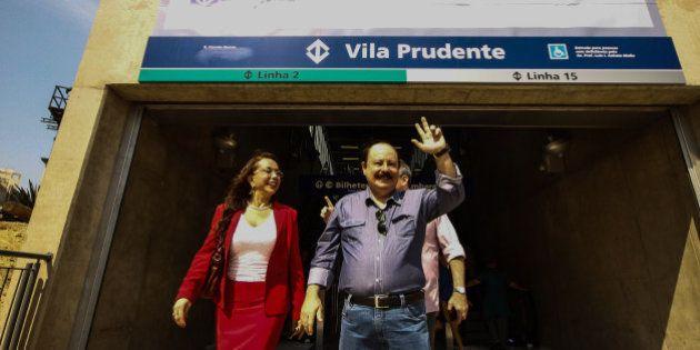 Presidenciável Levy Fidelix faz visita ao monotrilho em São