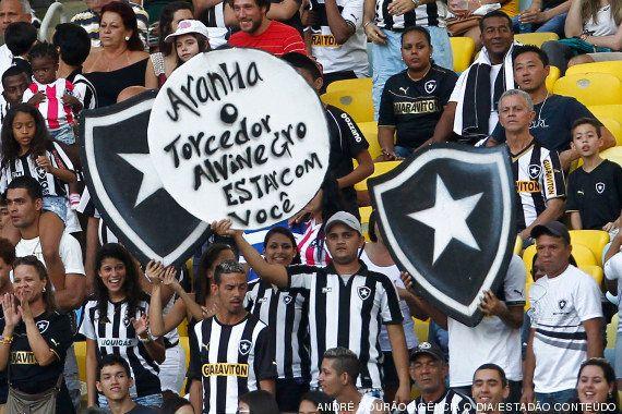 Grupo de torcedores do Grêmio volta a entoar cantos racistas em vitória no Brasileirão